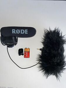 Rode-Microphones-VideoMicPro-On-Camera-Microphone-with-Rycote-Lyre-Shockmount
