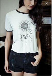 beec0688e57 Image is loading Super-Rare-Brandy-Melville -oatmeal-Nadine-sunflower-graphic-
