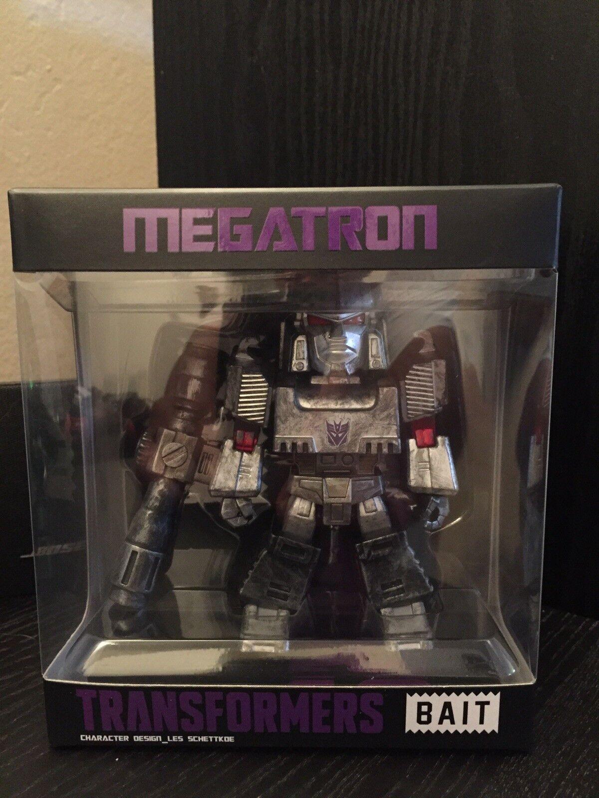 SDCC 2017 BAIT Transformers battle Damaged MEGATRON SIGNED Les Schettkoe