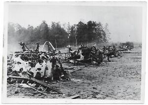 Flugzeugfriedhof-Orig-Pressephoto-um-1940