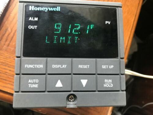 Honeywell DC200H-0-000-1F0000-0 Mini-Pro Temperature Control   UDC2000