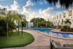 Casa en Playa del Carmen, 2 niveles, fraccionamiento privado.