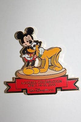 Mickey Mouse /& Pluto 2000 Goebel Convention Disney Pin Limited Edition