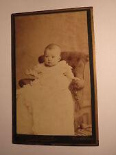 Cottbus - kleines Kind - Baby in einem Sessel - Kinderstuhl / CDV