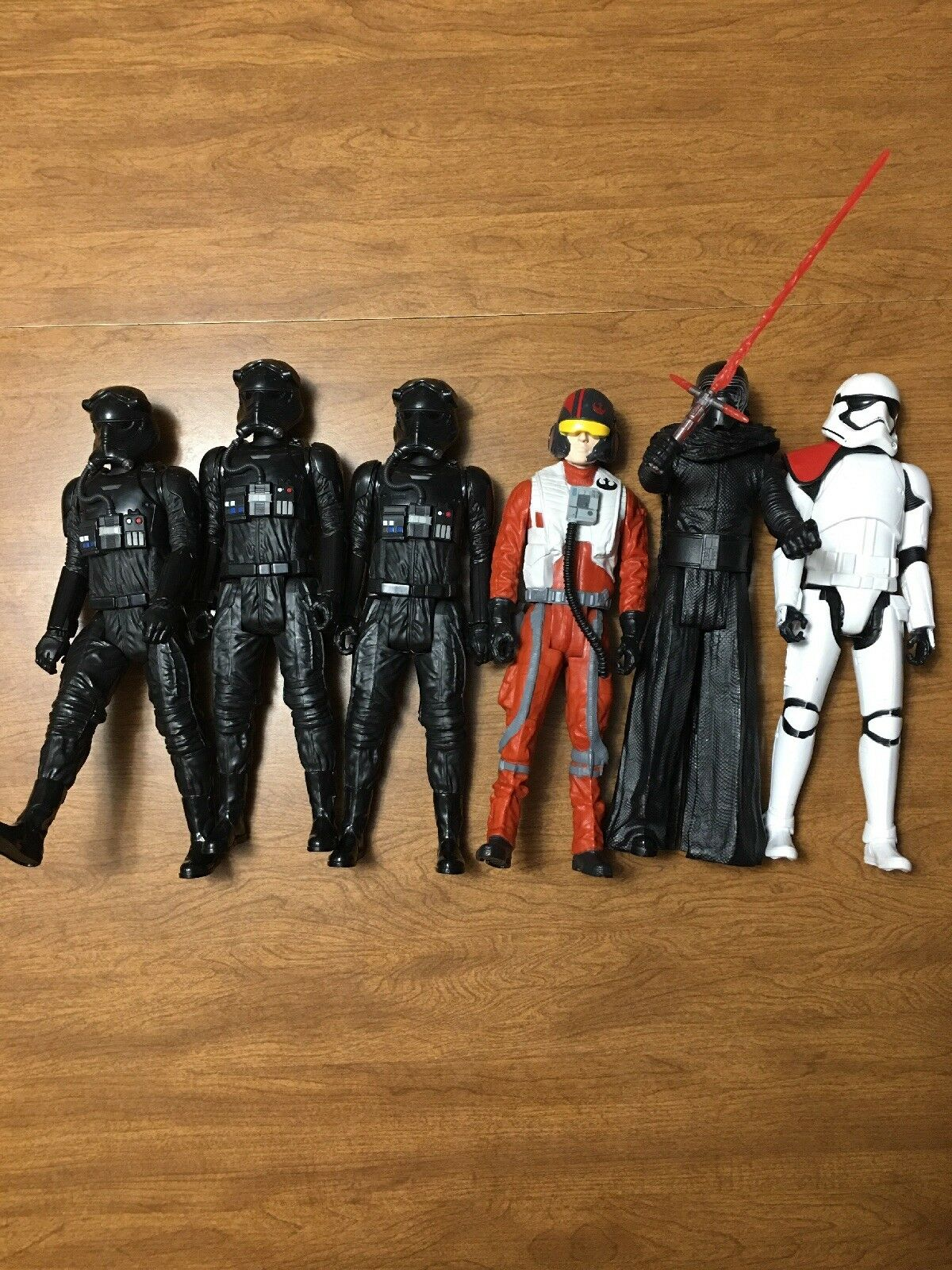 Star Wars lot of six figures, 3-B4600, 2-B4005, 1-B3912.