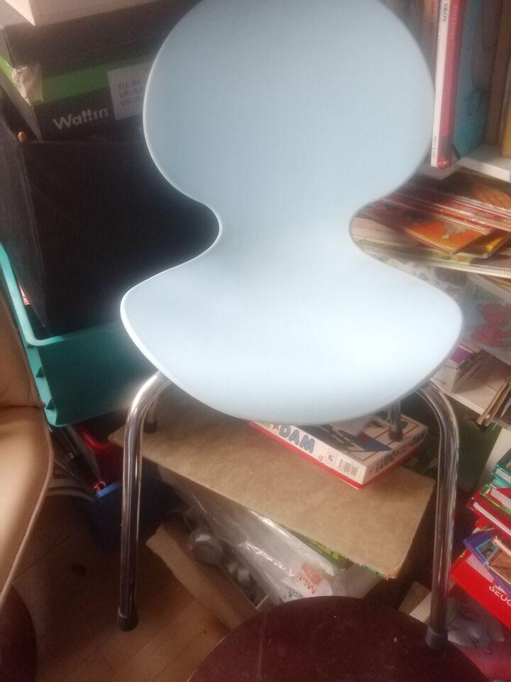 Stol, 2 ens solide hvide stole