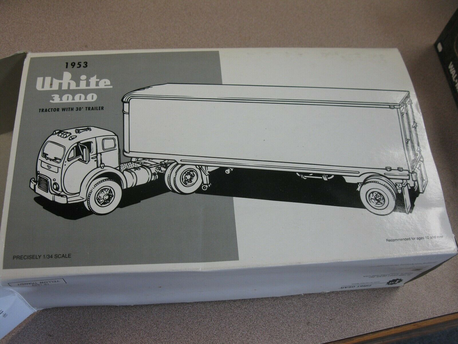 First Gear Diecast 1953 WHITE 3000Tractor Trailer Yellow Freight 1 34 Scale