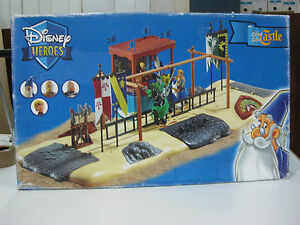DISNEY-HEROES-CASTLE-THE-SWORD-IN-THE-STONE-PLAY-SET-HORSE-FAMOSA-2004-RARE-NEW