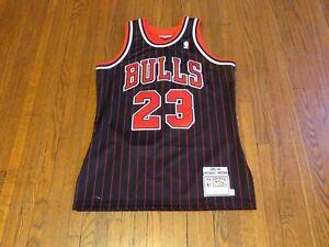 reputable site 4c2b5 81637 Details about Mitchell & Ness NBA Chicago Bulls Michael Jordan Pinstripe  95-96 Jersey sz 40 M