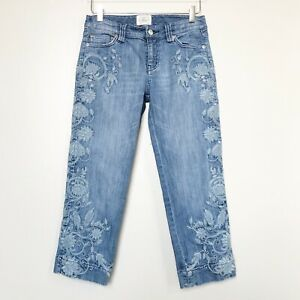 White-House-Black-Market-WHBM-Blanc-Light-Wash-Floral-Embroidered-Jean-Capri-4