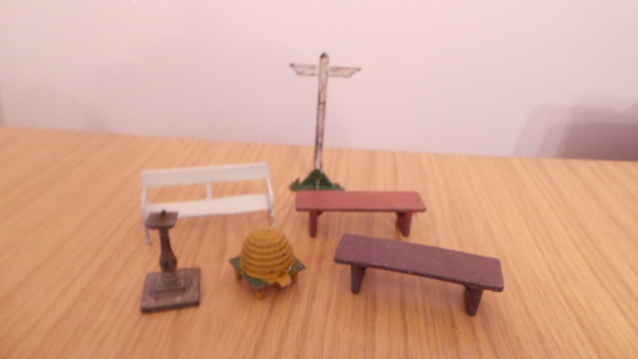 Bb87     Britains and Other Lead Bee Hive, Sun Dial, Sign Post and Seats