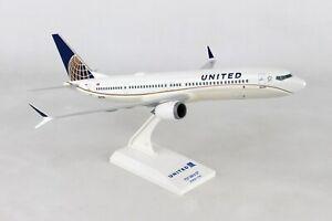 SKYMARKS-SKR988-UNITED-AIRLINES-737MAX9-1-130-SCALE-PLASTIC-SNAPFIT-MODEL