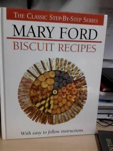 Biscuit and Traybake Recipes (The classic step-by-step s..., Ford, Mary Hardback
