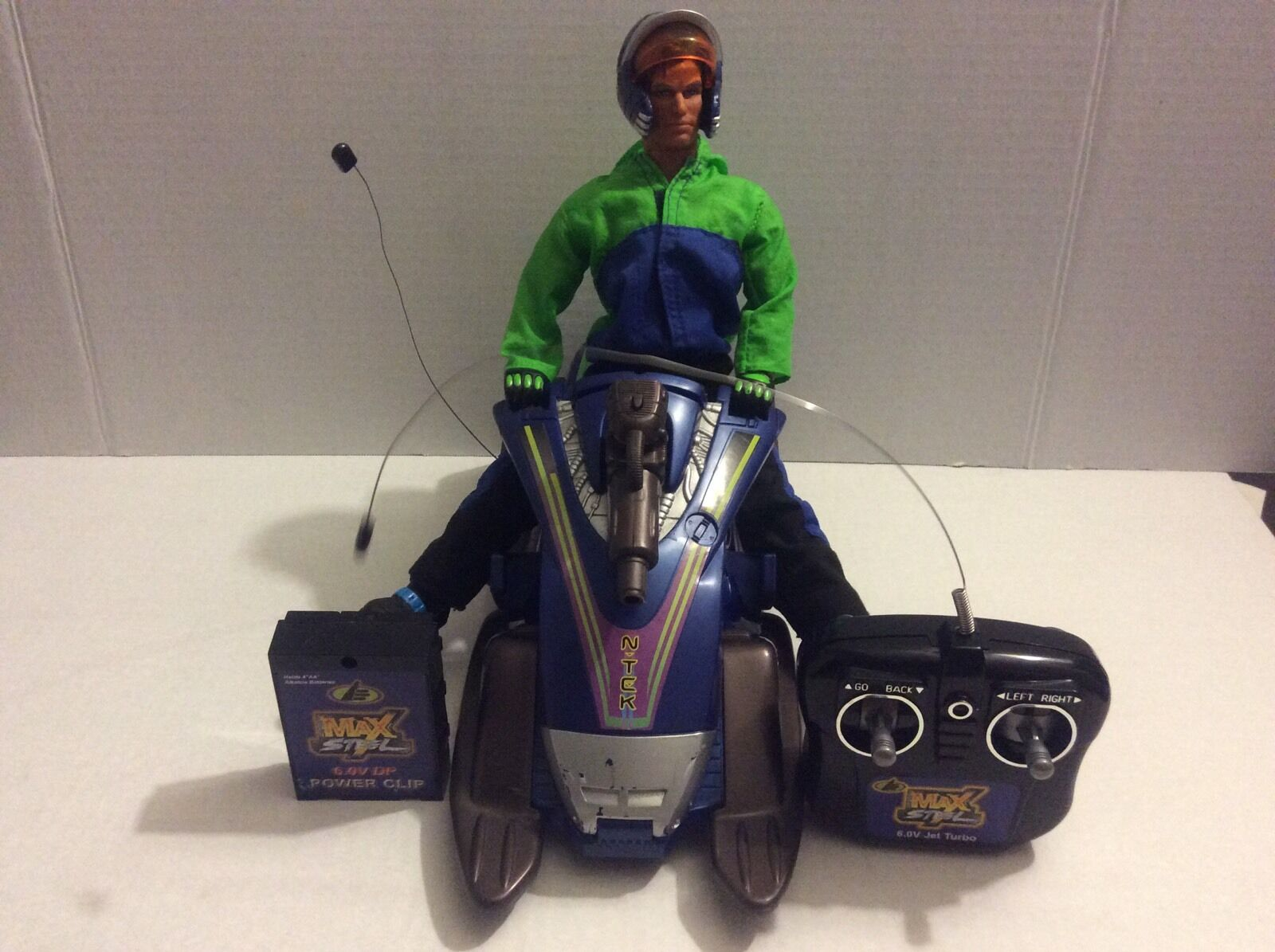 MAX STEEL MX67 ARCTICT STORMER WITH MAX STEEL FIGURE IN GOOD CONDITION