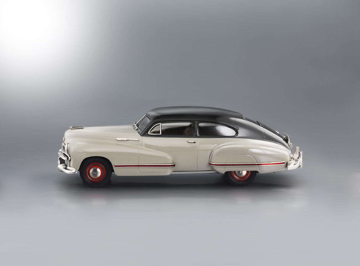 Brooklin Limited BML01 1942 Oldsmobile 98 B-44 Sedanette (Two-Tone)