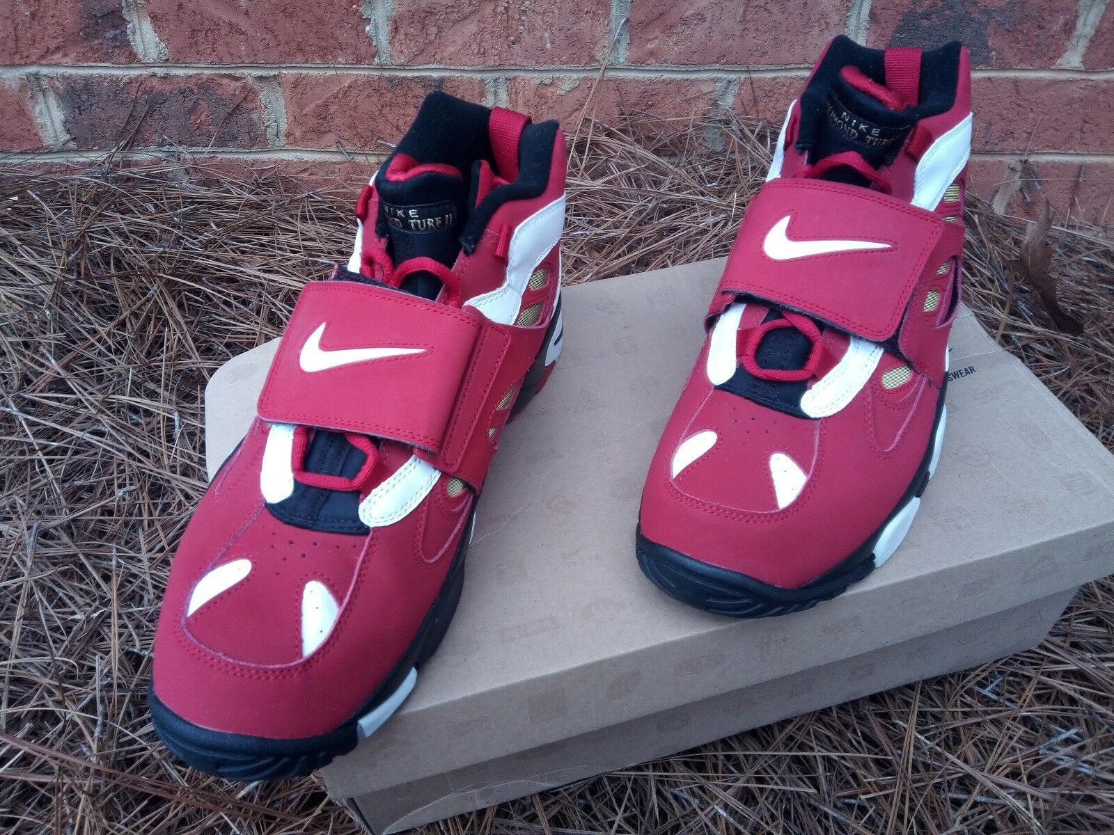 Nike Air Diamond Turf 2 II size 11.5 487658 610 Deion Sanders Falcons 49ers Red