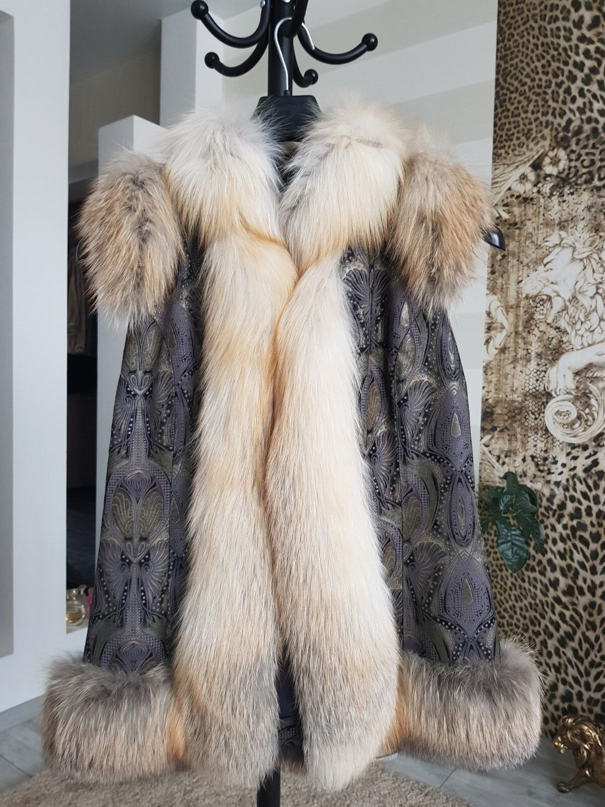 GORGEOUS Vest 100% Real multi-leather    Fox Fur