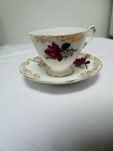 Fine Bone Porcelain Tea Cups And Saucers Made In England Vintage