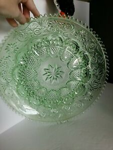 Vintage-Indiana-Glass-Green-Tiara-Chantilly-Sandwich-Glass-Egg-Serving-Plate