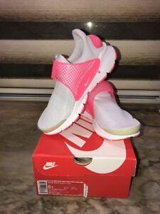 girls nike sock dart gs grey pink shoesize 6yyoung girl