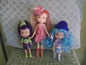 3-Colorfully-dressed-small-plastic-dolls-hats-amp-shoes-amp-bright-hair-7-to-9-in