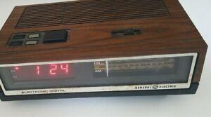 Vintage-General-Electric-Wood-Grain-AM-FM-Radio-Alarm-Clock-Model-74640D-GE