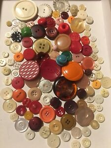 Huge-Lot-Of-100-Vintage-Sewing-Buttons-Multi-Color-Plastics-Mixed-Materials-1O