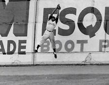 ROBERTO CLEMENTE PIRATES IN HIS PRIME MAKES LEAPING CATCH IN THIS ACTION 8x10