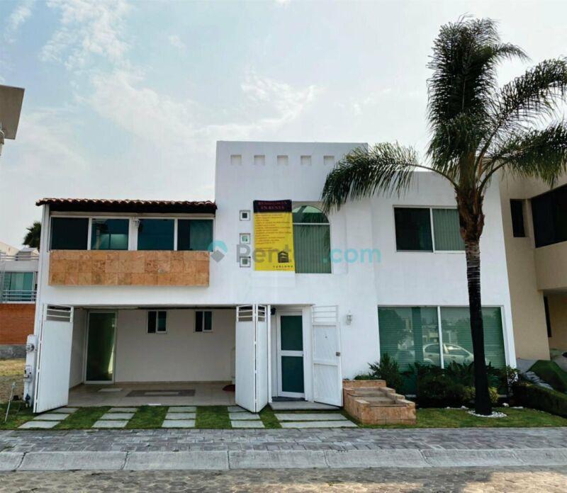 Preciosa casa en fraccionamiento Quetzalcoatl