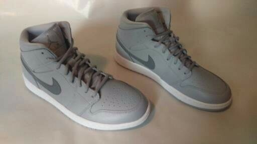 NEW Jordan 1s WOLF GREY Size  9.5 WITH TISSUE AND BOX