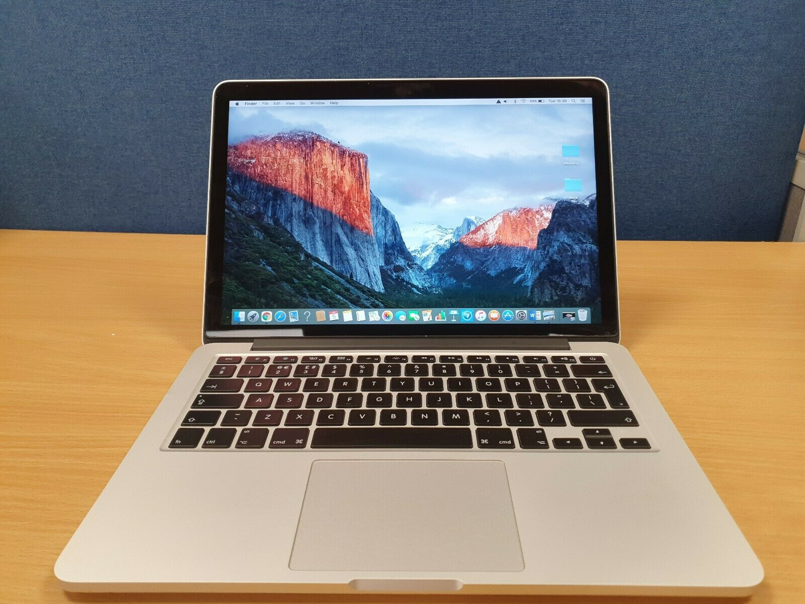 macbook: Macbook Pro Retina ,13-inch early, 2015 (SEE PICTURES)