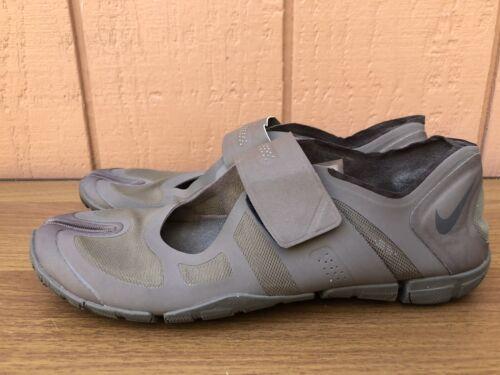 RARE EUC Nike Women US 7.5 Split Toe Athletic Snea