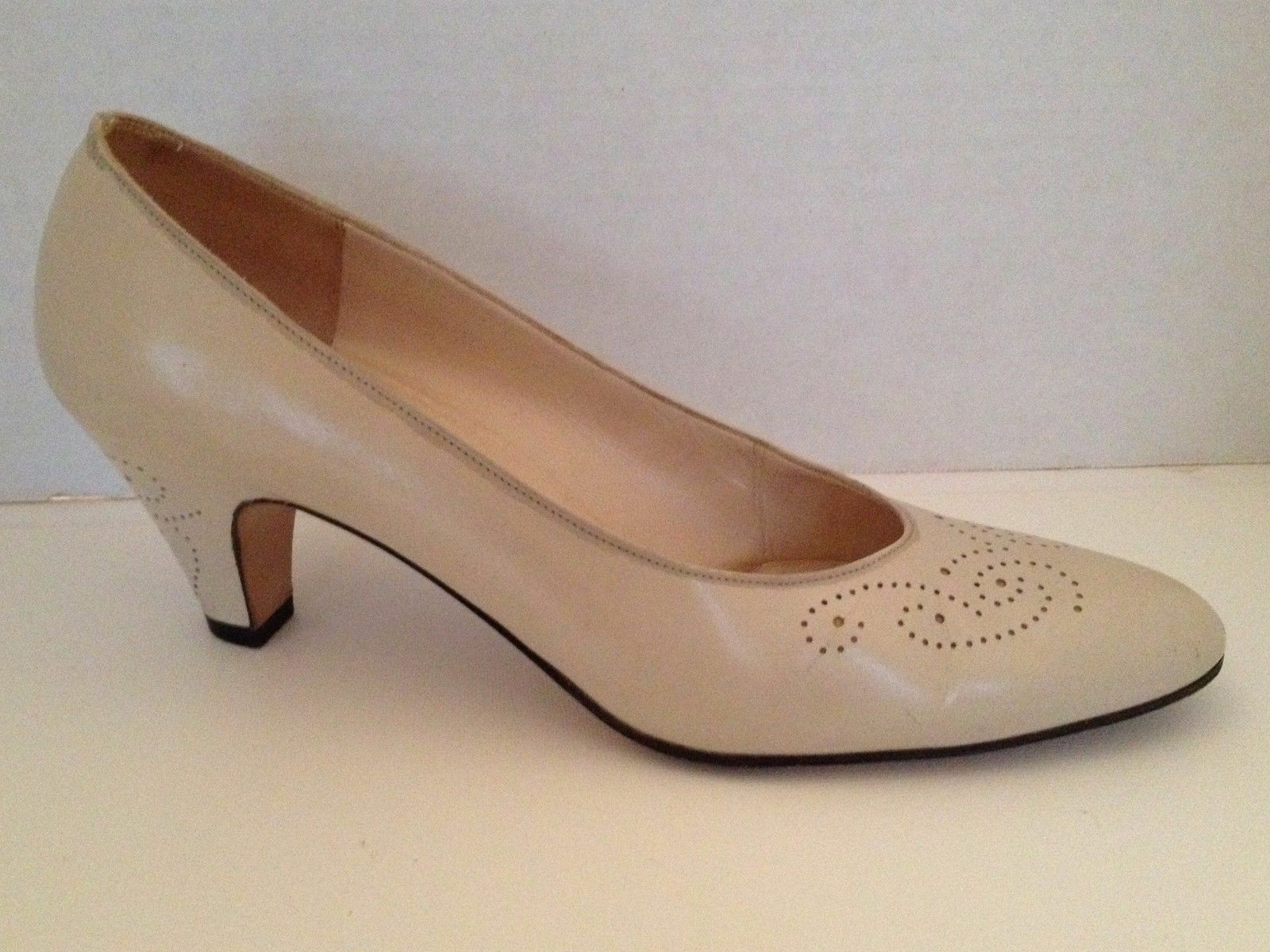 Salvatore Ferragamo Heels Womens Size Size Size 7.5 AAAA Beige Narrow shoes 7 1 2 Pumps 11f4ea
