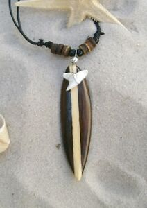 BRAND-NEW-LUCKY-TALISMAN-SHARK-TOOTH-BROWN-WOODEN-SURFBOARD-NECKLACE-n088gy