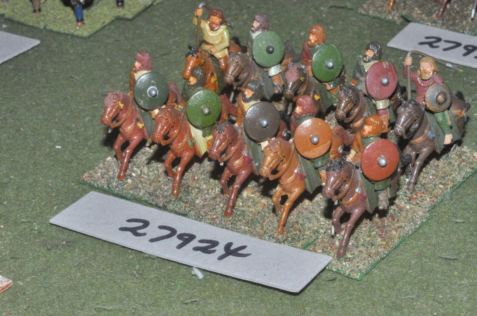 25mm dark ages   goth - heavy 10 figures - cav (27924)