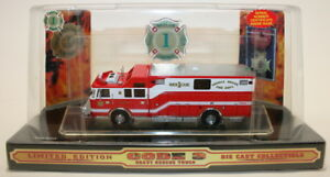 Code-3-Classics-1-64-Scale-Model-Pierce-Fire-Engine-12711-Saddle-Brook-Fire-Dept
