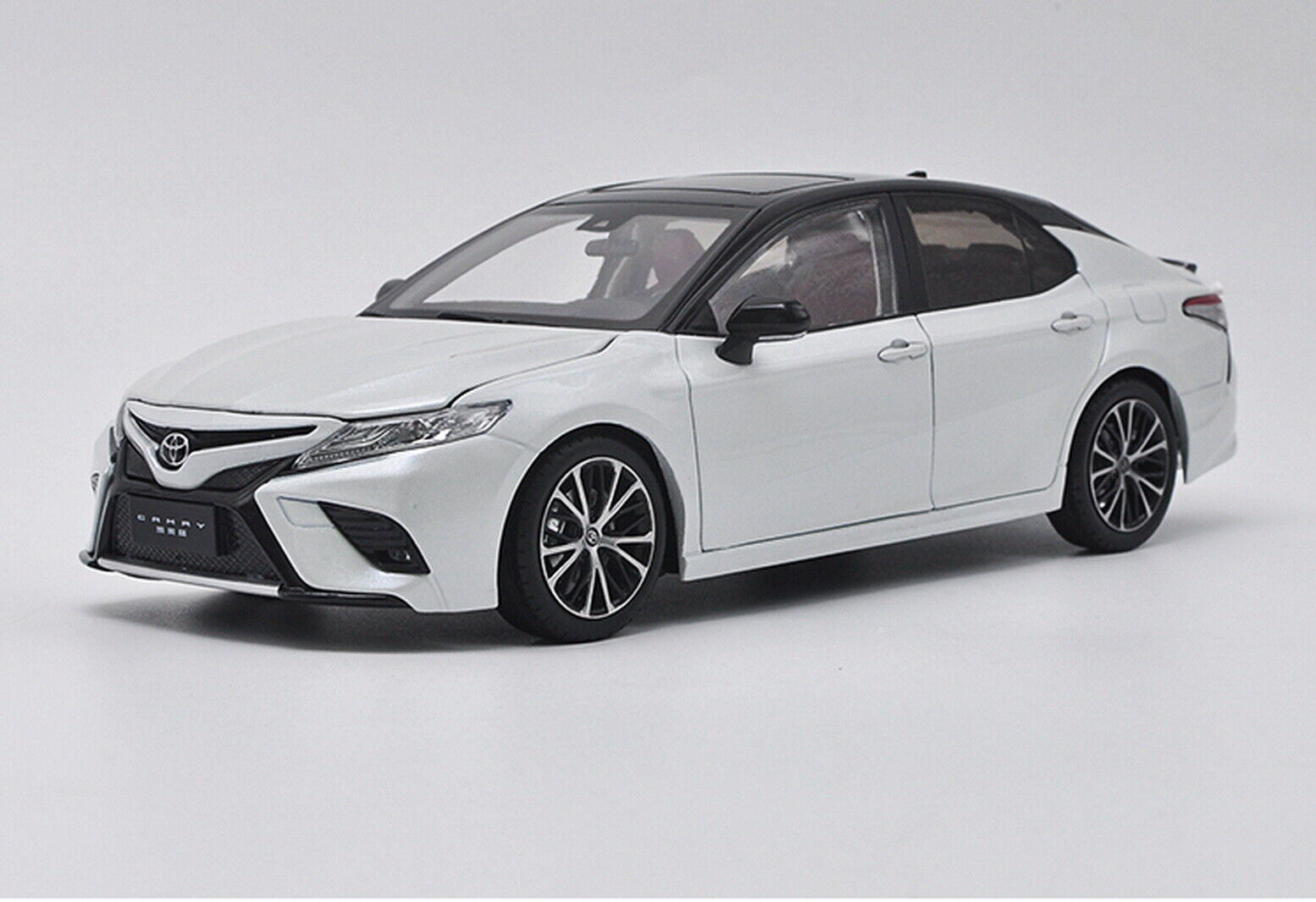 1 18 Scale Toyota Camry 2018  Sport 8th Generation blanc Diecast voiture Model  sortie d'exportation
