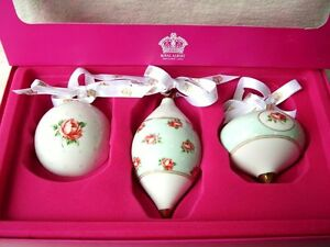 ROYAL-ALBERT-CHRISTMAS-BAUBLES-PASTEL-GREEN-POLKA-DOT-ROSE-VINTAGE-LOOK-TYPE-NEW