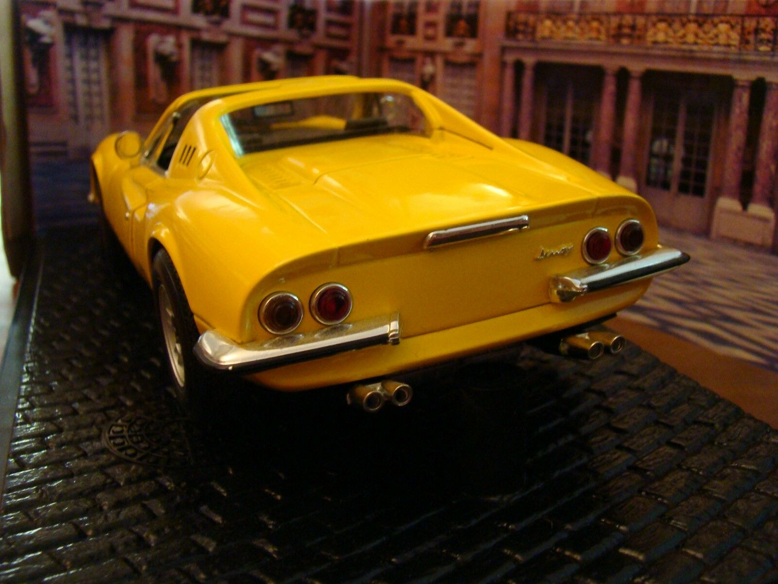 1 18 Ferrari Dino 246 GTS V6 1970 yellow Fly Yellow Rare