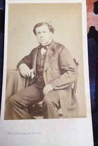 Portraits Photographiques De Deux Hommes En Costume . 1860-1870.