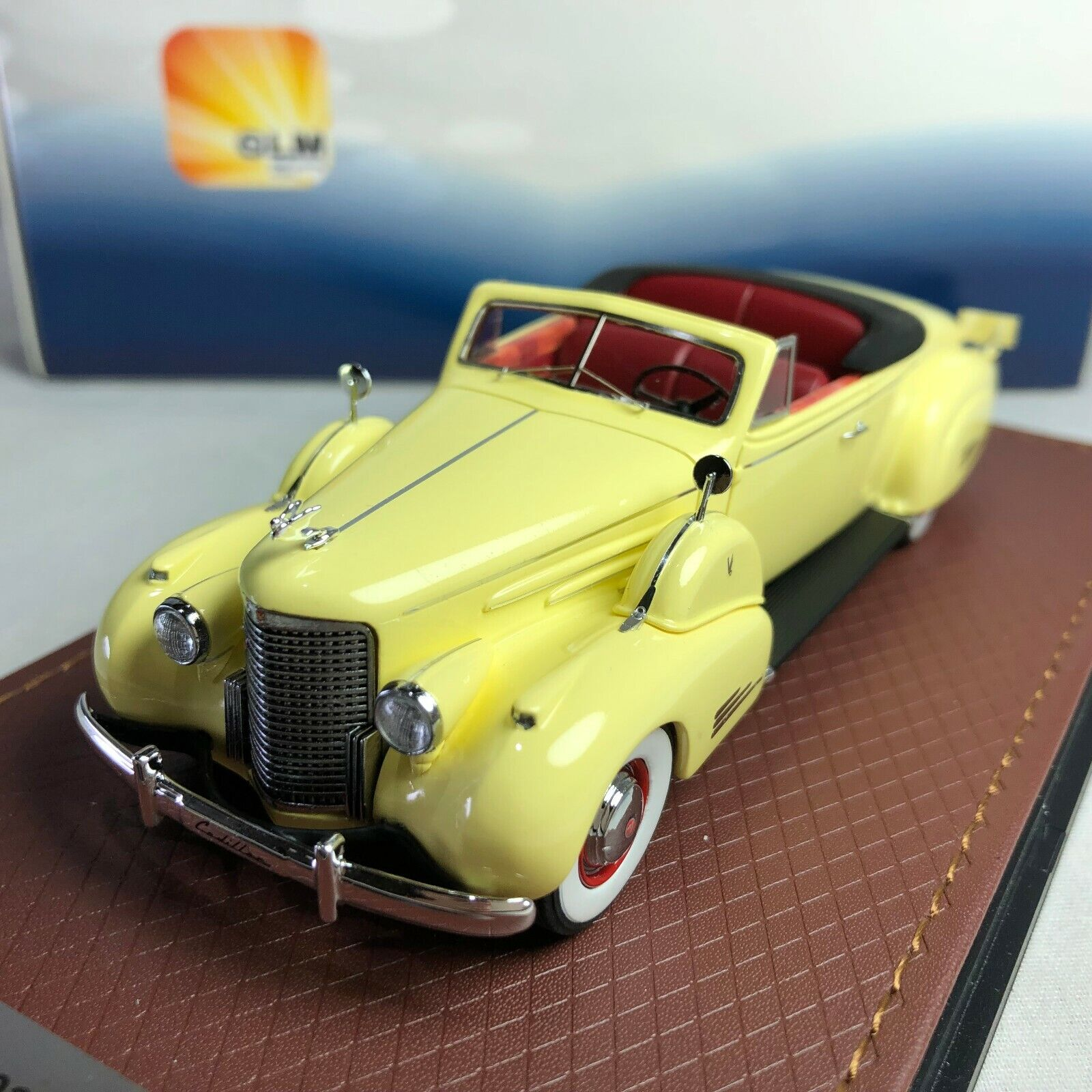 1 43 GLM 1938 Cadillac V16 Congreenible Coupe Open roof GLM43101601