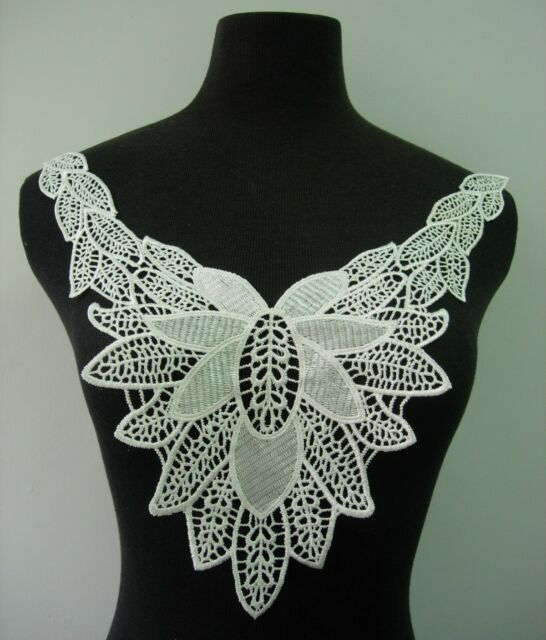 VK120 Leaf Leaves Neck Collar Lace Venice Venise Applique Motif Cream