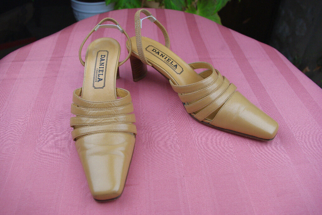 Open court shoes DANIELA Beige Leather T 36 VERY GOOD CONDITION
