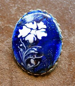 Vintage-Floral-Flower-Artisan-Enamel-on-Copper-Blue-and-White-Oval-Pin