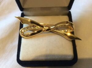 Vintage-Gold-Plated-Clear-Crystal-Rhinestone-Bow-Brooch