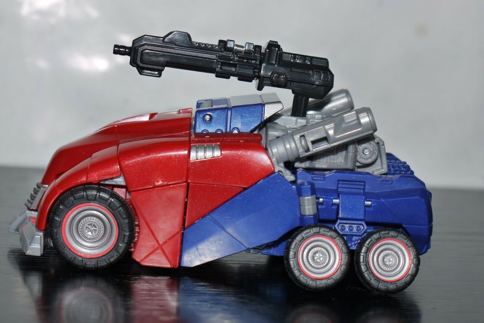 Transformers Generations Deluxe Class Cybertronian Optimus Prime FIGURE
