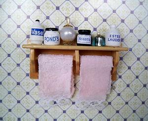 1:12 - Puppenhaus Miniatur - Badezimmerrega<wbr/>l + Parfümflaschen + Handtücher (02)