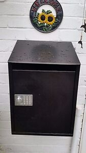 Large-Secure-Parcel-Box-for-Home-Collection-amp-Delivery-Web-Enabled-FREE-POSTAGE