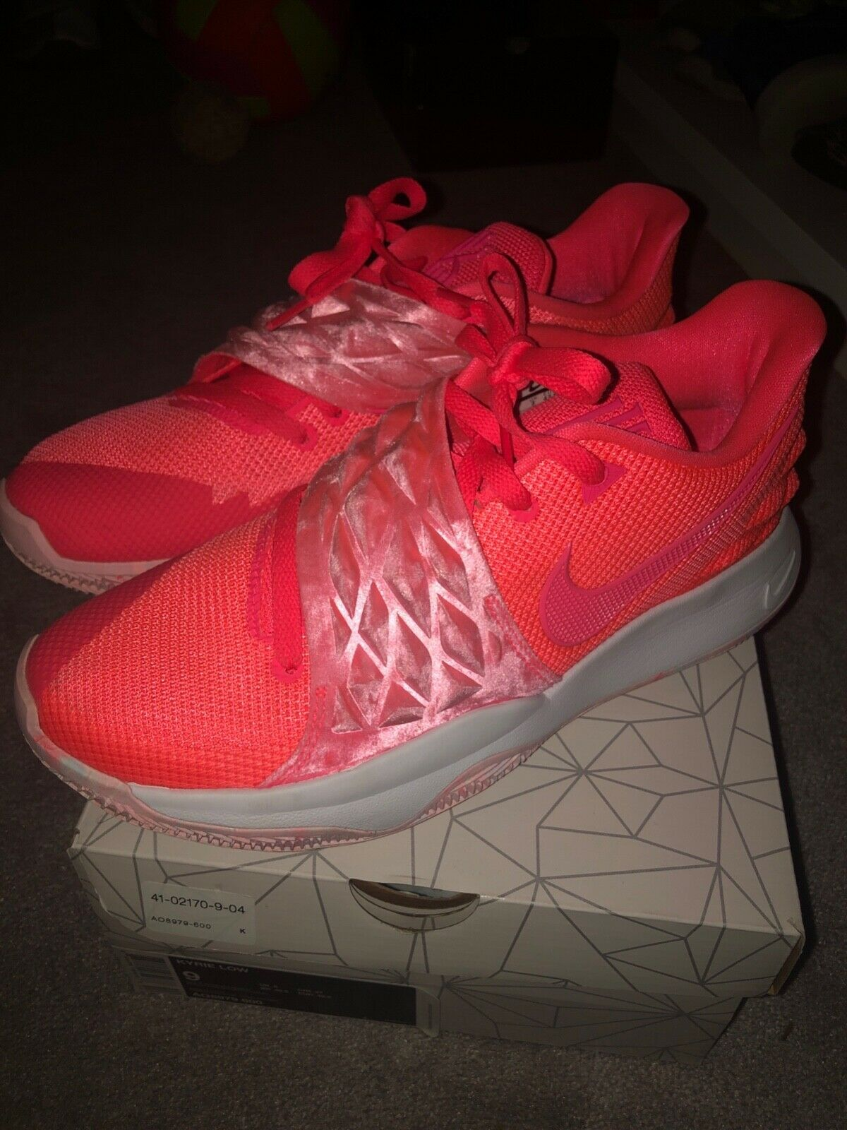 Kyrie Low Hot Punch Size 9Y