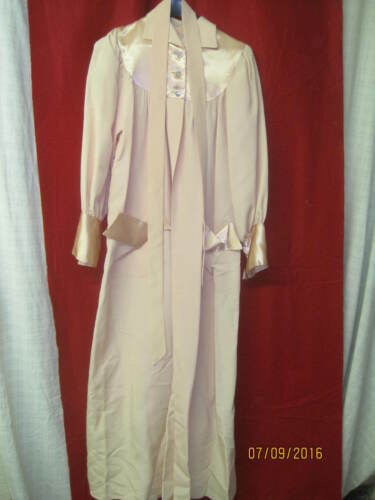 Vintage Woman's pink Maxan Housecoat Robe Satin &